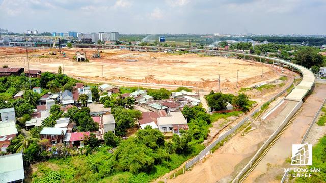 Nhà ga Bến xe miền Đông đang được gấp rút xây dựng